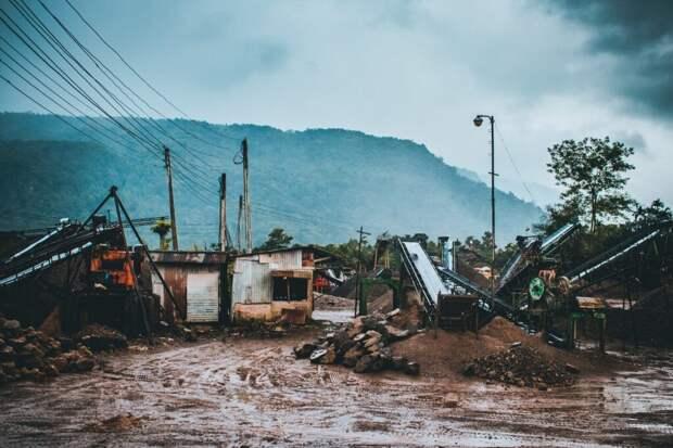 Жестокие наводнения в Индии: спасатели в двух провинциях ищут выживших (Видео)