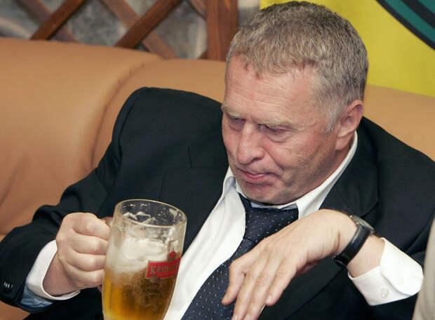 Жириновский: Я отзываю закон о продаже пива на стадионах!