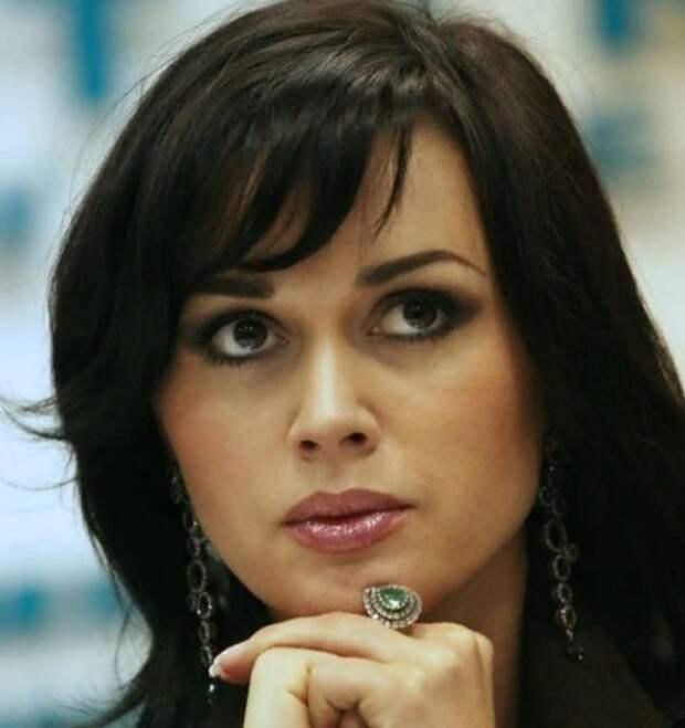 Фанаты обсуждают снимок располневшей Анастасии Заворотнюк