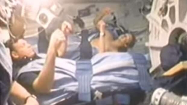 Видео со спящими астронавтами шокировало пользователей сети