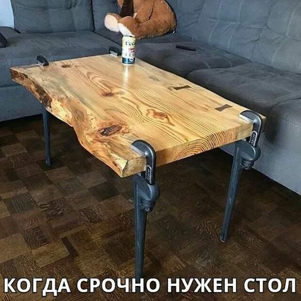 Стол из слеба и ключей