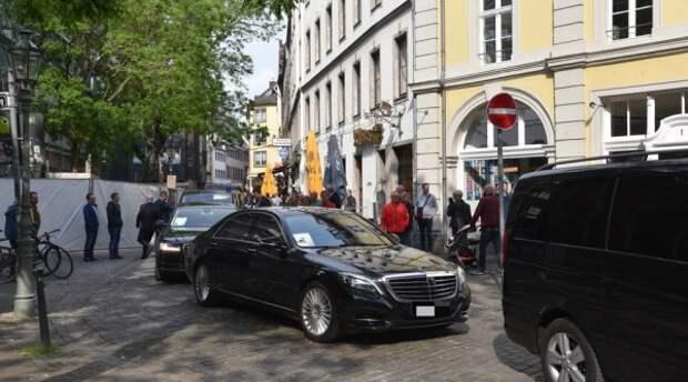 СМИ: Порошенко не налили пива в немецком ресторане (ФОТО)