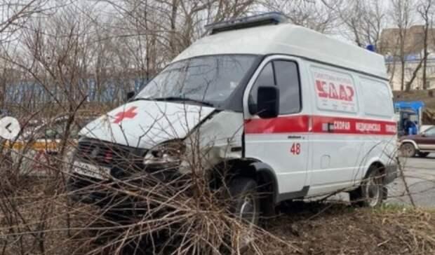 «Всмятку»: машина скорой помощи столкнулась слегковушкой воВладивостоке