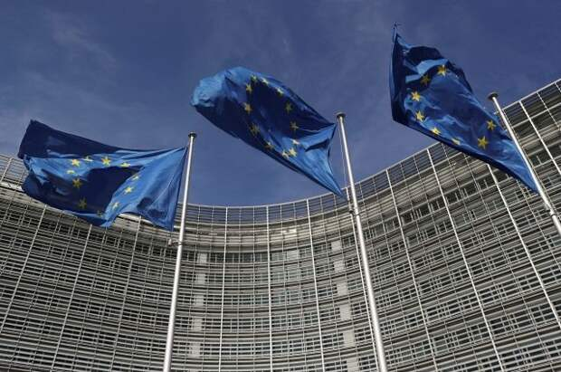 Еврокомиссия предложила разрешить въезд в ЕС вакцинированным туристам