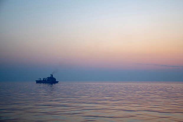 На иранском судне в Красном море произошел взрыв