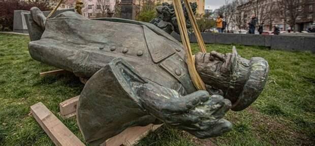 Легкодоступная Чехия продала честь за «зелень» и осквернила подвиг советских воинов