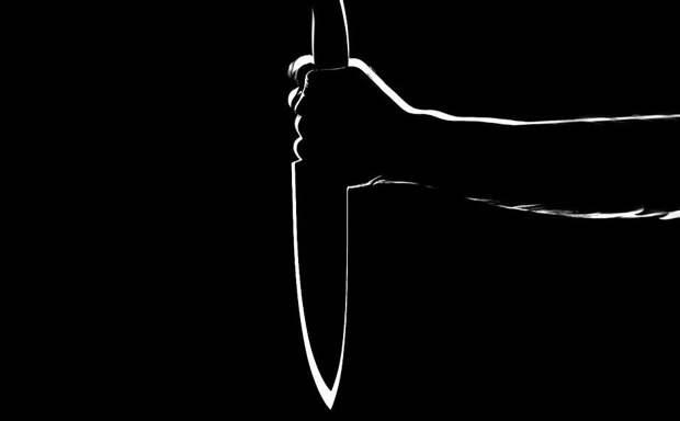 В Симферополе мужчину попытались убить за отказ дать сигарету на остановке