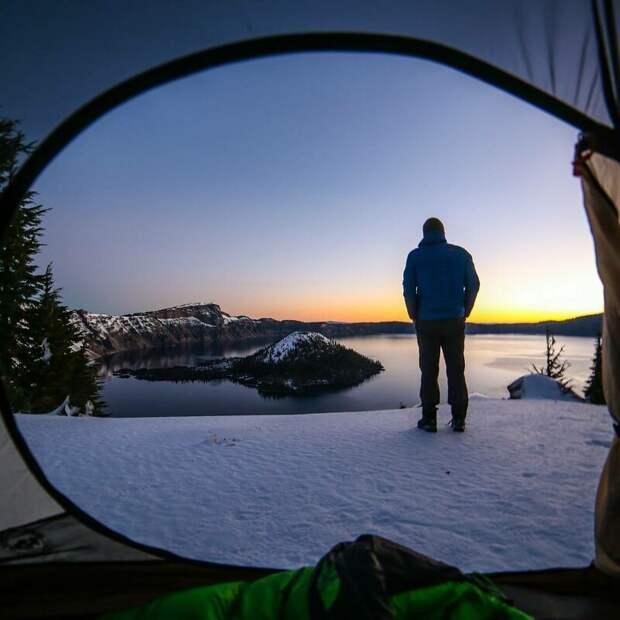 Невероятные зимние пейзажи, запечатленные из палаток альпинизм, горы, зима, палатка, пейзаж, рассвет, снег, туризм