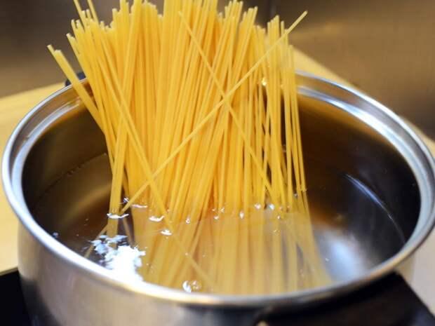 Вот как варить макароны, чтобы они не слипались