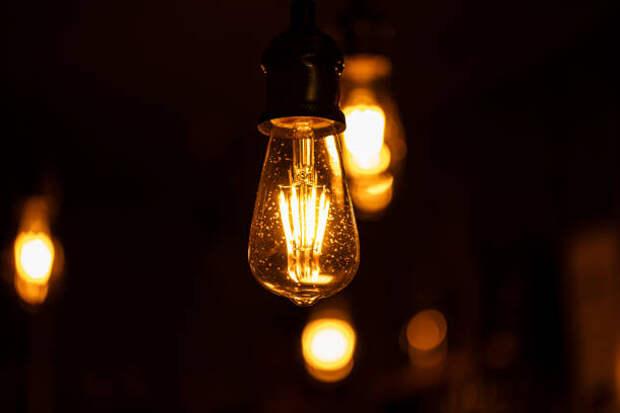 В подъезде дома на Коминтерна установили новые приборы освещения