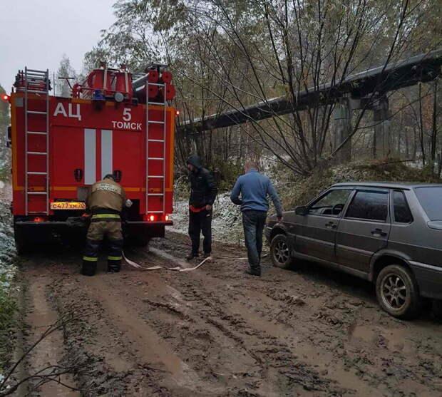 Пожарные помогли троим глухонемым мужчинам выбраться из леса