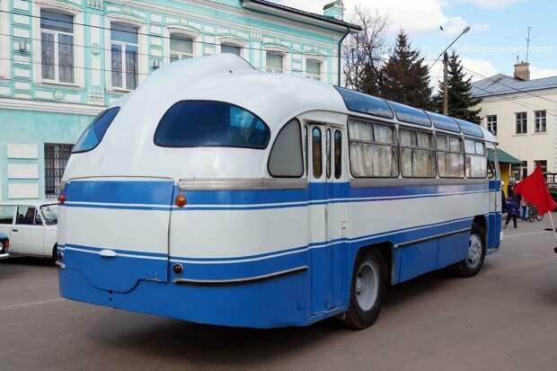 Снаружи заметно матовое стекло в заднем свесе — так сделано специально ЛАЗ, авто, автобус, автомир, гагарин, космодром, лаз-695б, юрий гагарин