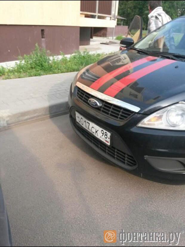 Спецоперация:По Невской Дубровке целый день катался мужчина в одних трусах на машине Следственного комитета