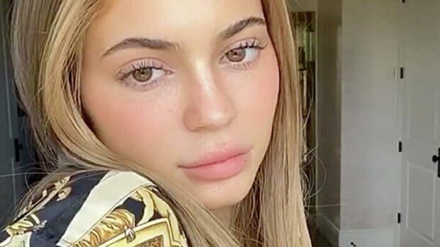 Кайли Дженнер доказала хейтерам, что она не страшная без макияжа