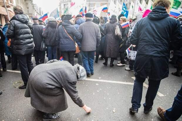 Беднеющие россияне все сильнее зависят от власти