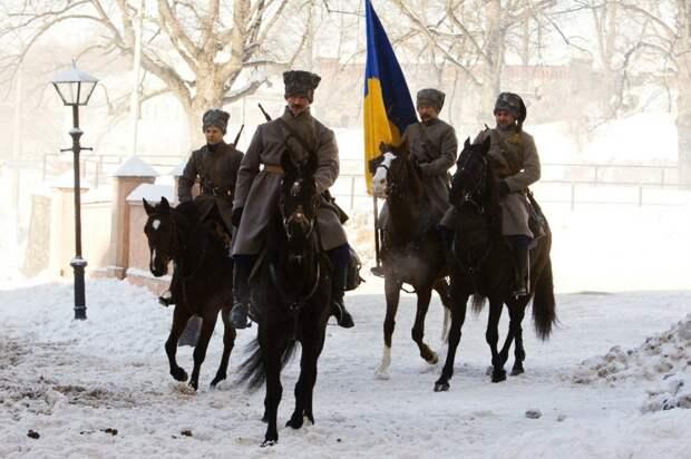 В первый день в Киеве опереточные гайдамаки поснимали все русские вывески