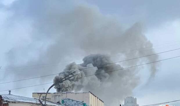 «Изнутри иснаружи»: причиной сильного дыма вцентре Екатеринбурга стал мангал