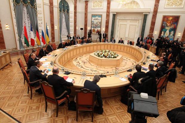 Украина собирается официально оформить выход из минских соглашений. Что будет дальше?
