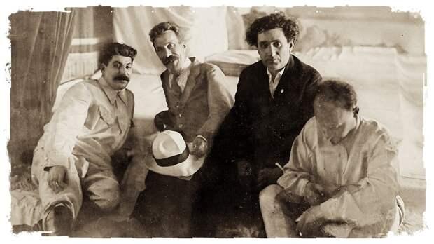 Сталин, Рыков, Зиновьев и Бухарин в сентябре 1924 года