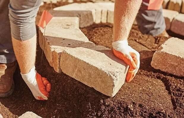 Кирпич пригодится в саду и дома: 11 идей оригинального применения