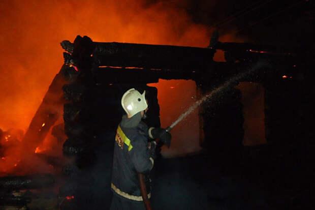 Семь человек погибли при пожаре в частном доме Тюменской области