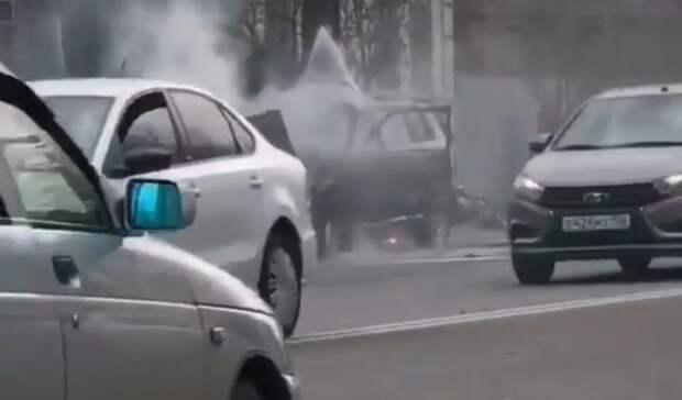 «Нива» взорвалась вовремя движения вПятигорске