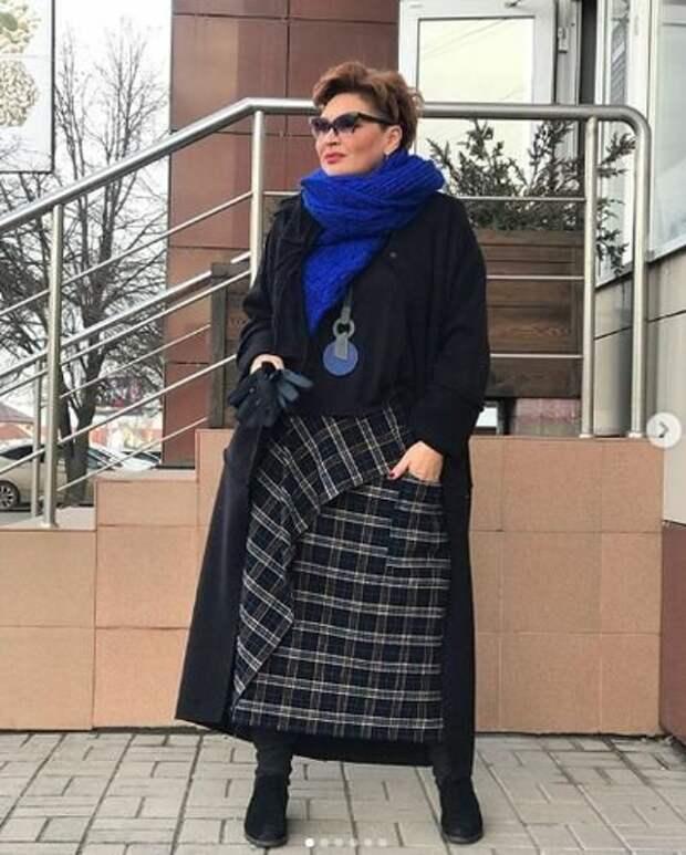 Простые, но стильные осенние образы в современном стиле бохо для женщин 45+