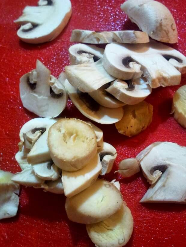 Куриная грудка с грибами, в красном вине