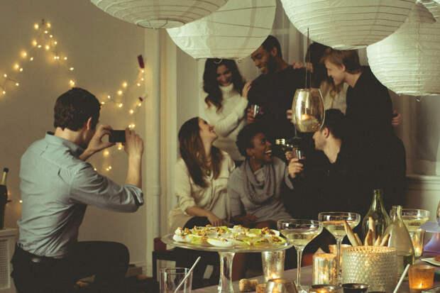 Как подойти к незнакомцам на вечеринке?