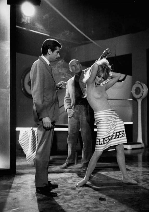 Роже Вадим и Брижит Бардо во время съёмок фильма «Отпустив поводья» / La Bride sur le cou (1961) . Фото