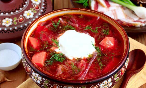 Варим самый красный борщ: добавляем томатную пасту