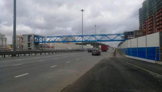 Началось остекление пешеходного перехода на Старосимферопольском шоссе