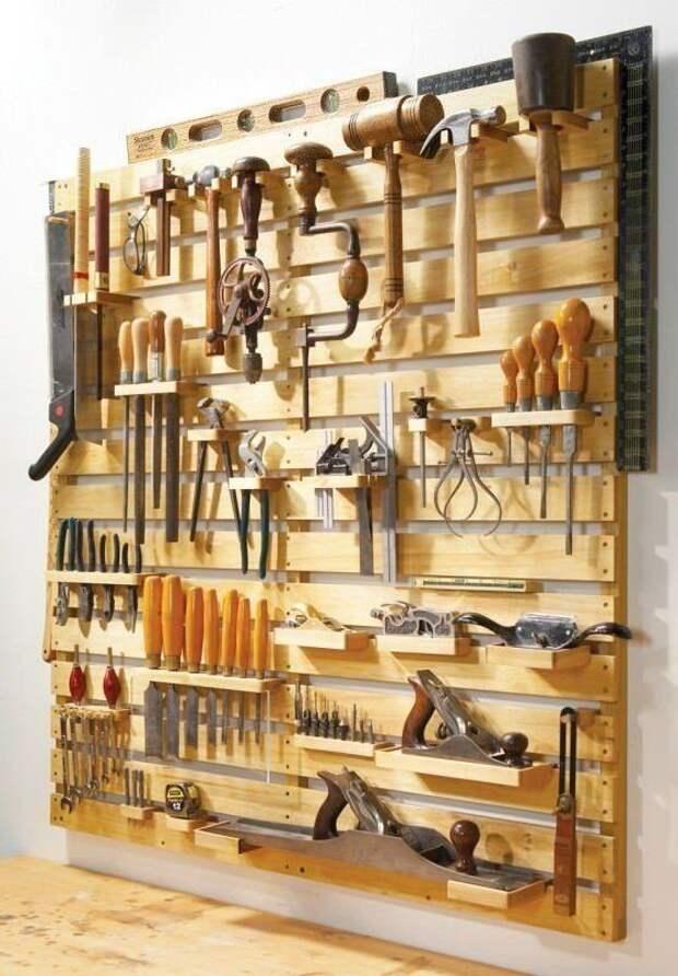 2. Уж лучше превратить поддоны в удобный держатель инструментов в гараже дизайн дома, идеи для дома, интересно, интерьер, мастер на все руки, полезно, своими руками