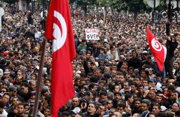 ВТунисе демонстранты громят офисы партии «Ан-Нахда»