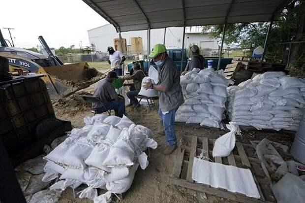 Ураган «Лаура»: в США более 700 000 человек отправляют во временные убежища