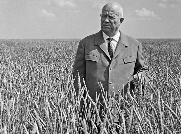 Почему Хрущёв объявил Сталина тираном