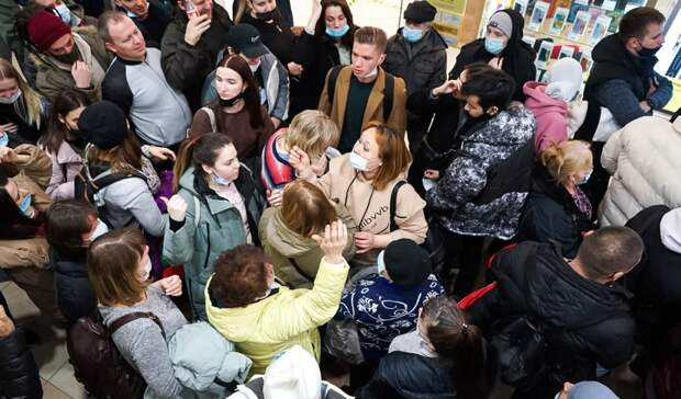 Фото дня: давка на пункте вакцинации в Екатеринбурге