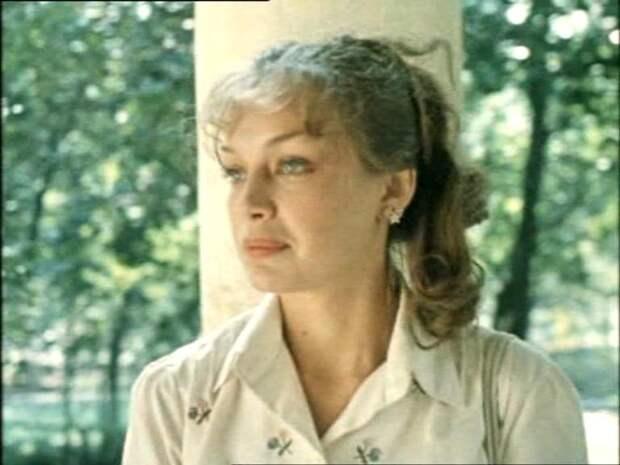"""Как менялась девушка мечты Костика из """"Покровских ворот"""" с течением времени."""