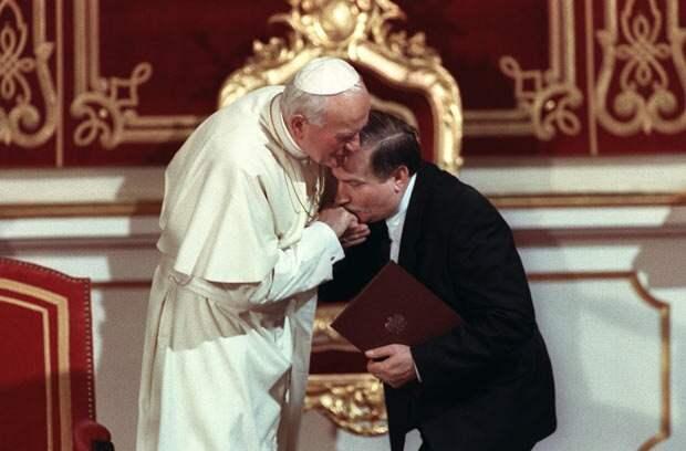 Встреча Иоанна-Павла II и Леха Валенсы (на тот момент уже возглавившего страну) в 1991 году