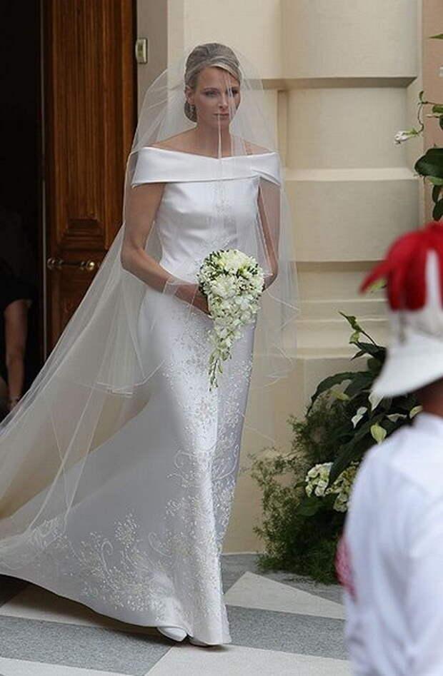Шарлен Уиттсток в изящном свадебном платье.