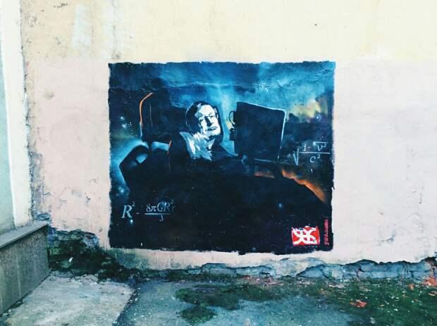 В Петербурге ко Дню космонавтики нарисовали граффити со Стивеном Хокингом