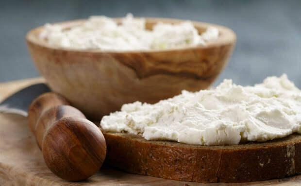 Смешали полкило сметаны с йогуртом и сыр почти готов. Сливочная Филадельфия для кремов и просто на хлеб