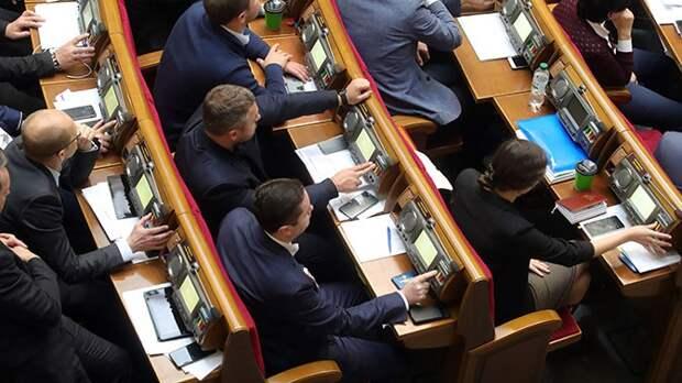 Рада одобрила вызвавший протесты закон о земле на Украине