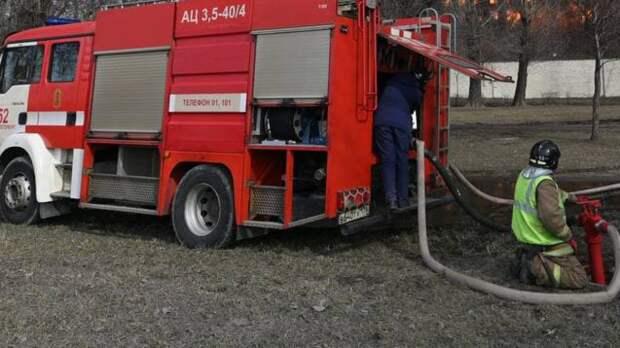 Спасатели потушили горящее здание в Московском районе