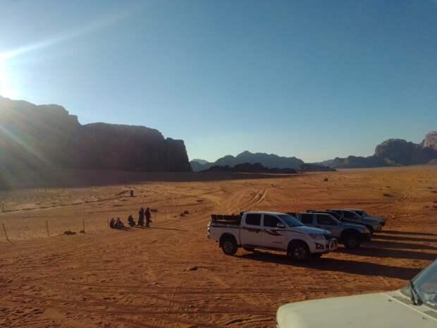 на джипах по пустыни