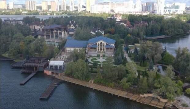 4 неожиданных факта о том, почему Навальный грозит снести дом Киркорова