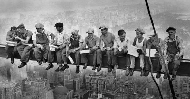 Обед на балке небоскреба Рокфеллер-плаза: секрет одного из известнейших фото 20века