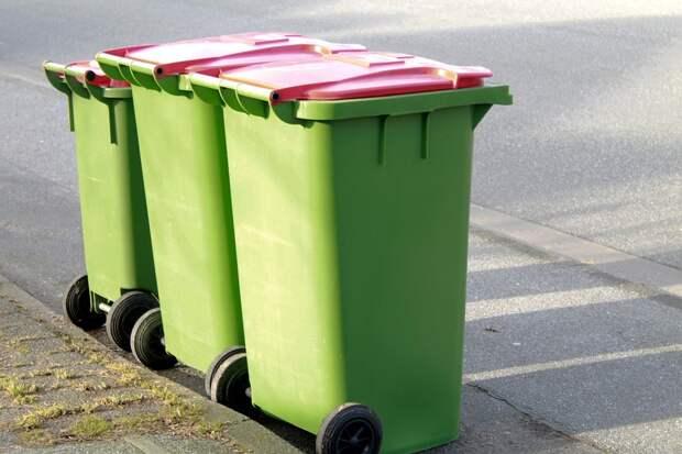 С парковки на Магаданской убрали мусорный контейнер
