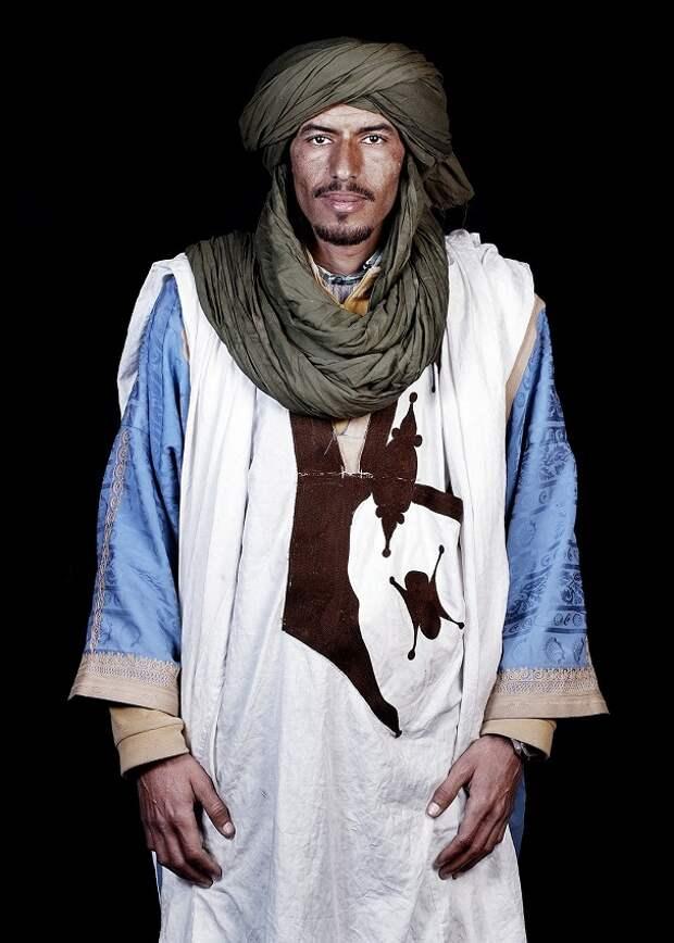 фото марокканцев: молодой мужчина-бедуин