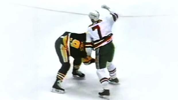 Легендарная драка русского хоккеиста Касатонова. Его первый бой в США закончился эффектным броском через бедро